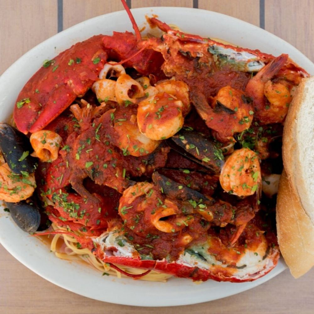 Classic Seafood Dining at Bum Rogers Crabhouse!